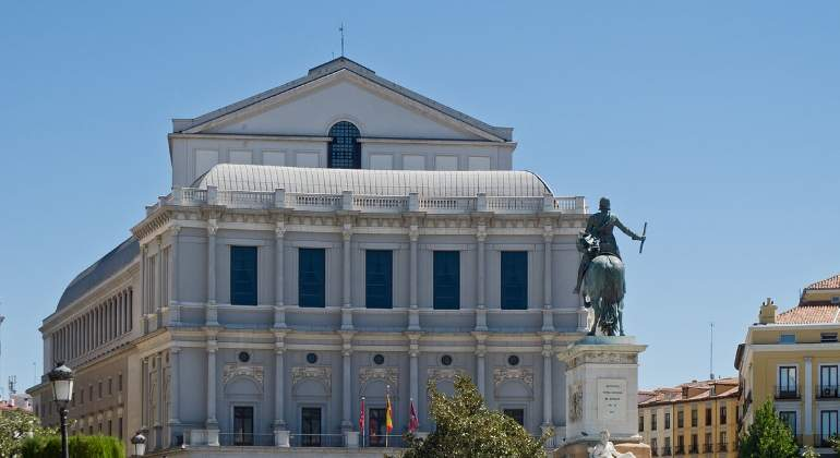 teatro-real-wikimedia-commons.jpg