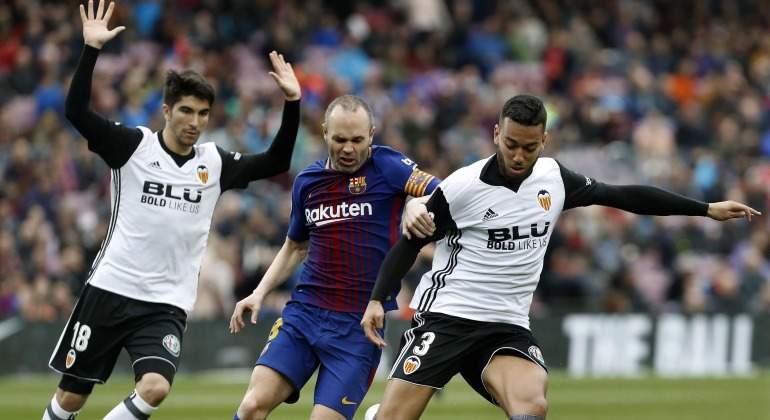 Iniesta-Soler-VEzo-Barcelona-Sevilla-2018-EFE.jpg