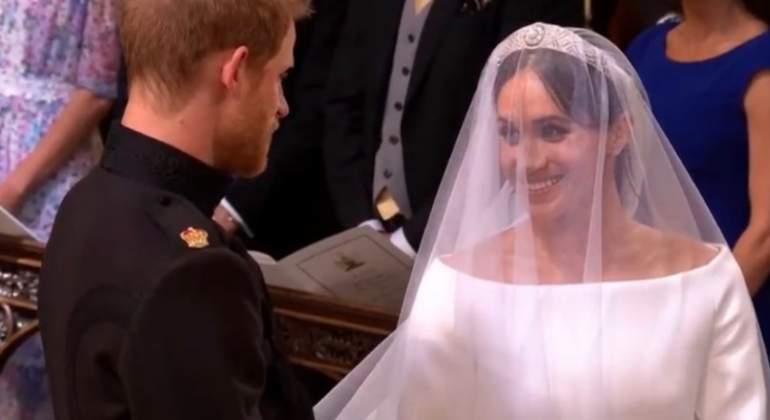 primeras imágenes de la novia meghan markle: escote de barco y