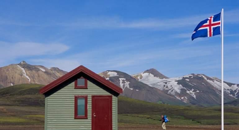 islandia-bandera-montanas.jpg