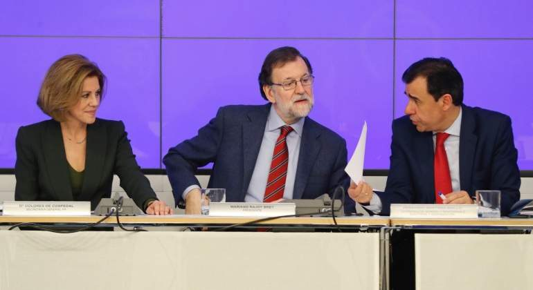 Rajoy-Cospedal-maillo-3abril2017-EFE.jpg