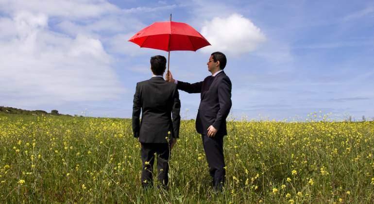 seguro-paraguas-campo-770-dreamstime.jpg