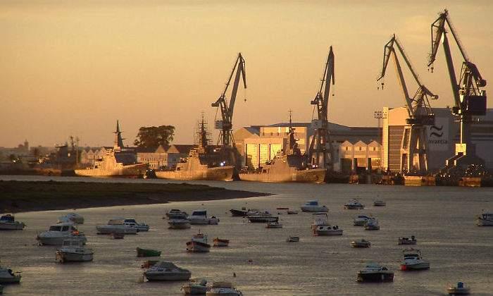 Sector naval. Regulaciones, nuevas regulaciones... Negocio$ y más negocio$. - Página 4 700x420_navantia-astillero-san-fernando