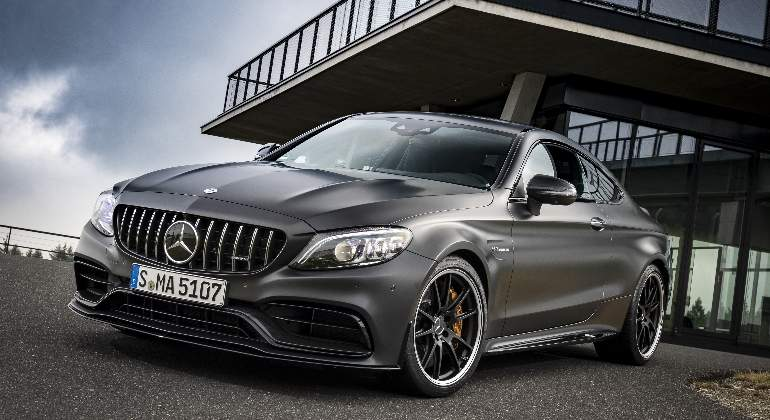 Mercedes-AMG-C-63-Coupe-2018-01.jpg