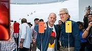 Jony-Ive-apple.jpg