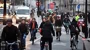 Así se las ingenian los franceses para sobrevivir a la macrohuelga de protesta por la reforma de las pensiones