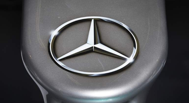 mercedes-logo-mercedes.jpg