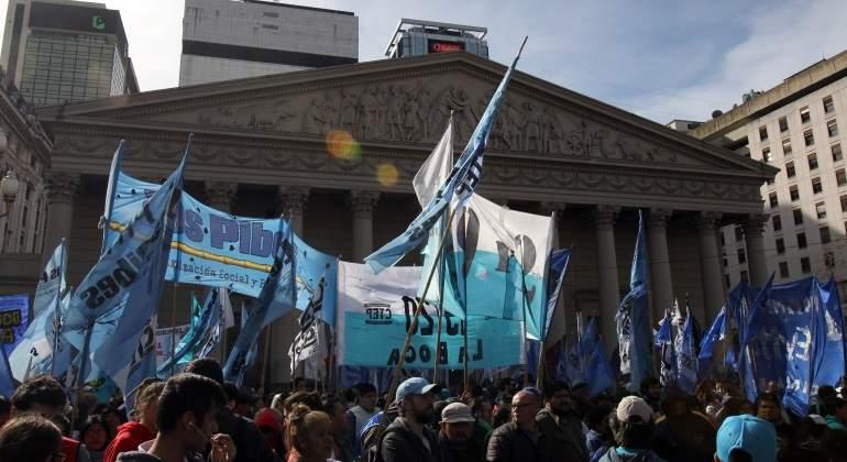 Aprueban controvertida reforma de pensiones en Argentina