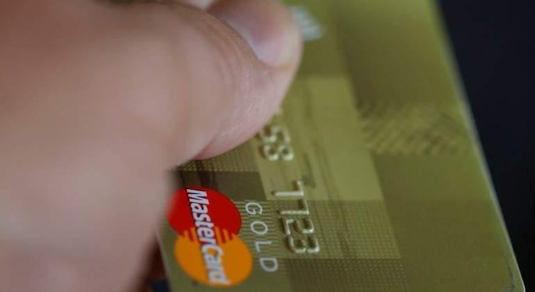 ¡Atención! Piden denunciar a los comercios que no acepten débito