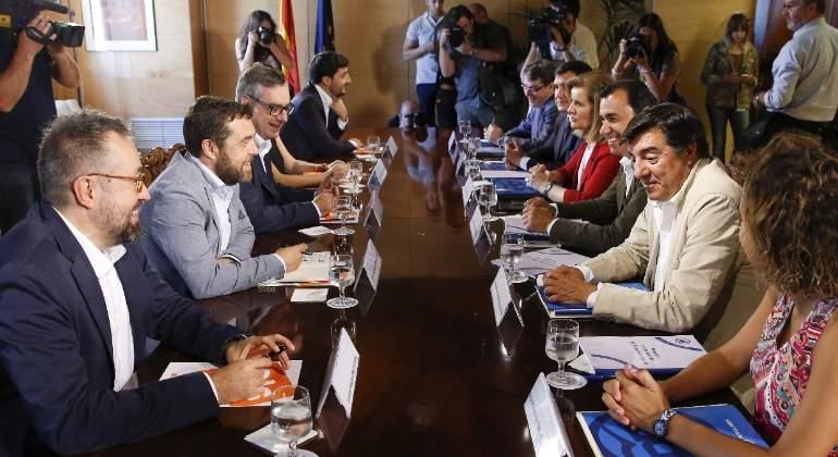 reunion-pp-ciudadanos-negociacion-770x420-efe.jpg