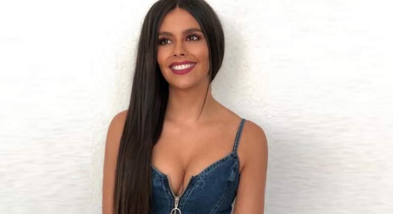 Carolina Olivares Suspendida De La Policía Desnuda En La Portada