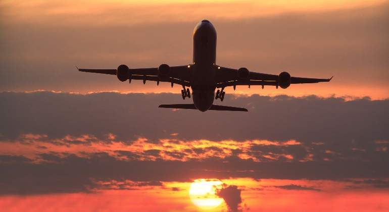 avion-boeing-747-atardecer.jpg
