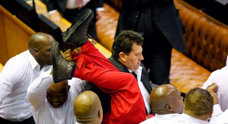 jefe-oposicion-sudafrica-parlamento-reuters.jpg