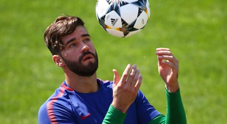 Alisson-becker-entreno-Roma-2018-Reuters.jpg