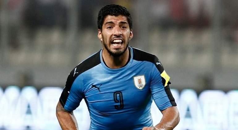 Suárez terminó lesionado y asustó a Uruguay — Día negro