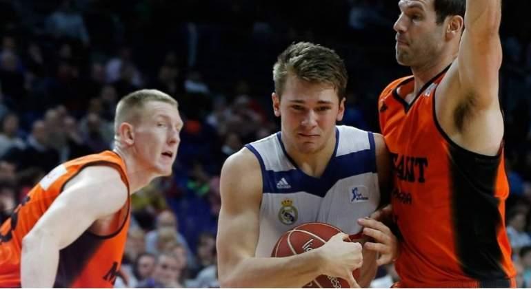 Luka Doncic hace historia con el Real Madrid al ser el más joven en conseguir un doble-doble en ACB
