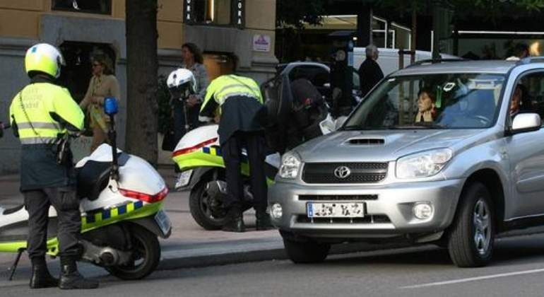 policia-multando.jpg