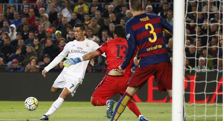 Cr7-marca-gol-campnou-2016-clasico-reuters.jpg