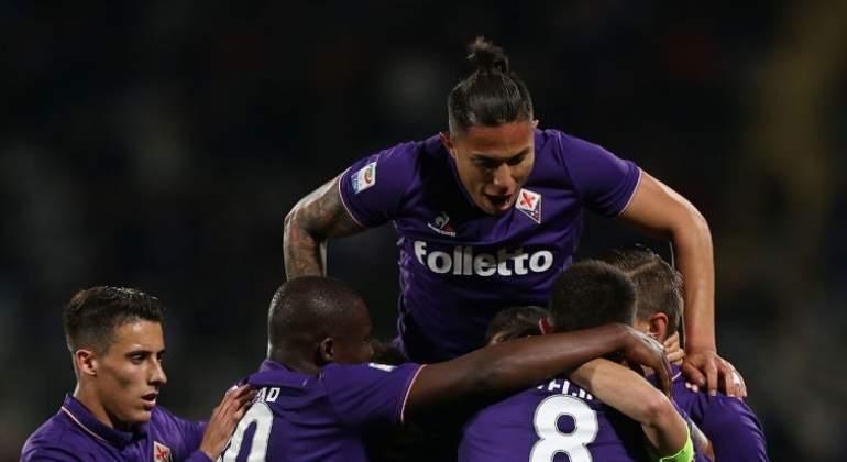 Salcedo regresa y da asistencia en el triunfo de la Fiorentina