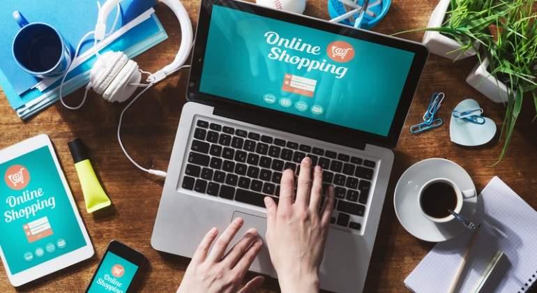 compra-online-ordenador-dreamstime.jpg
