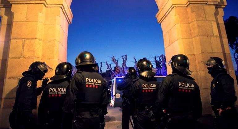 mossos-30ene18-parlament-efe.jpg