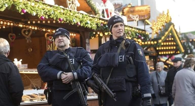 policia-alemania-mercado-navideño-efe.jpg