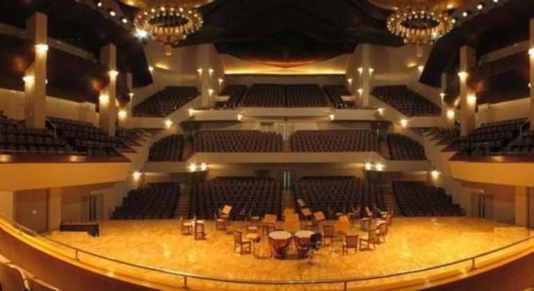 Lanza su móvil al escenario del Auditorio Nacional tras increpar a los músicos que tocaban en directo