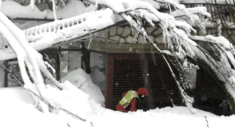 Italia-hotel-derrumbe-terremoto-rescate-19enero2017-EFE2.jpg