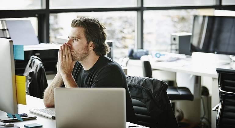 trabajador-pensativo-getty.jpg