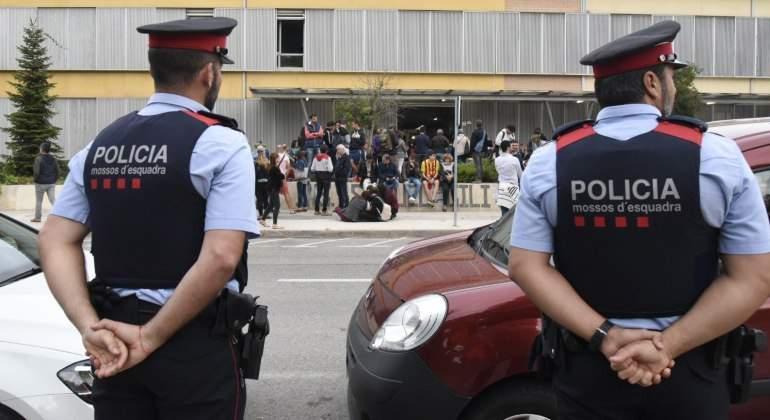 referendum-mossos-pasividad.jpg