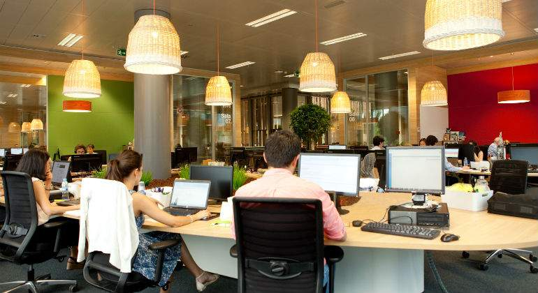 La finca acoge las oficinas m s modernas de orange en sus for Oficinas orange barcelona