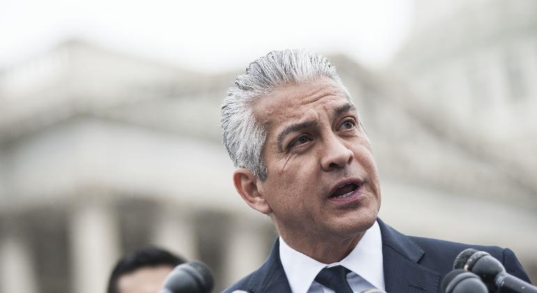 🙂 El líder latino Javier Palomarez pasa de firme oponente de Donald Trump a nuevo asesor presidencial