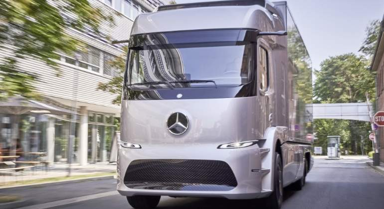 mercedes-urban-etruck-1.jpg