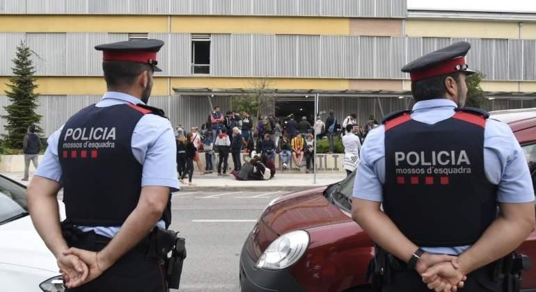 mossos-colegio-electoral-lleida-efe.jpg