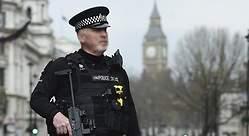 Detienen a un hombre armado en Londres
