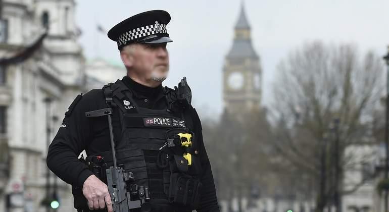 Londres-ataqueParlamento-policia-23marzo2017-EFE.jpg