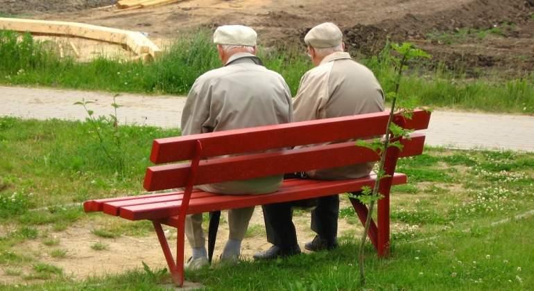 abuelos-banco-rojo.jpg