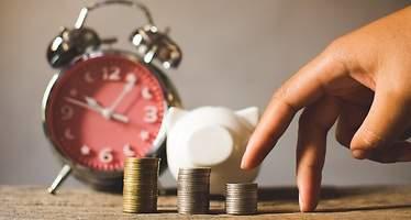 El ahorro de los españoles en depósitos y efectivo cae del 40% por primera vez en una década