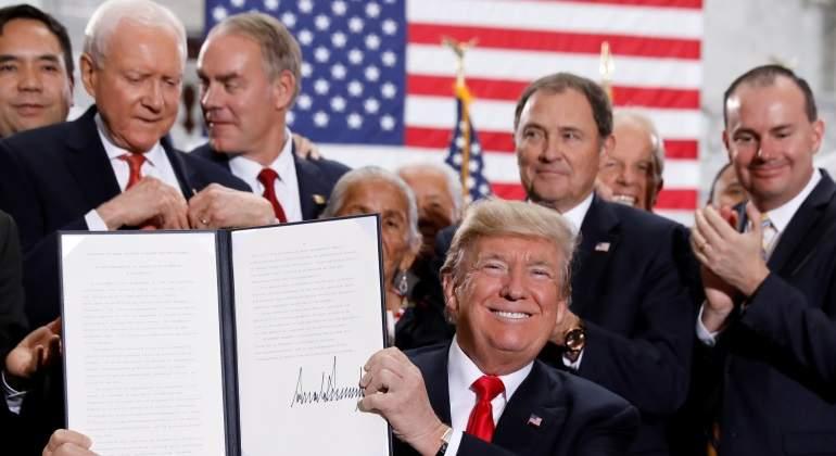 Corte permite aplicar veto migratorio a Trump