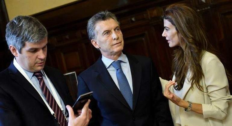 Marcos-Pena-junto-a-Mauricio-Macri-y-Juliana-Awada-Reuters.jpg