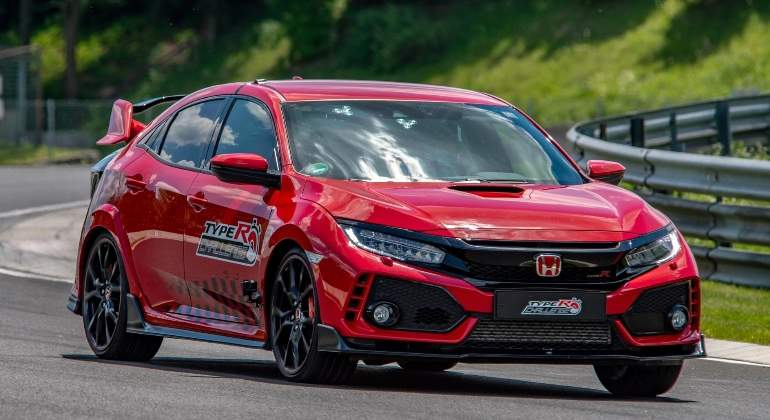 Honda-Civic-Type-R-record-2018-01.jpg