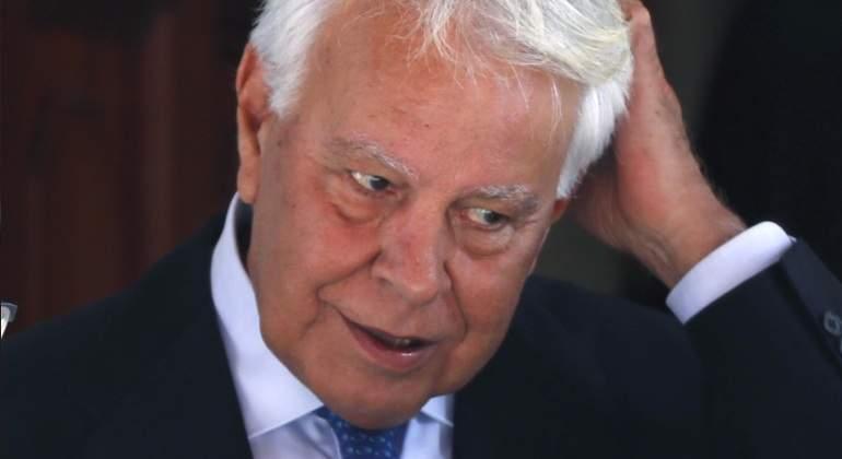 Felipe González hace la cobra a Iglesias en el Congreso