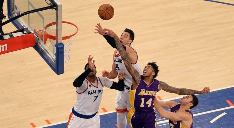 Willy-hernangomez-rebote-Lakers-2017-reuters.jpg