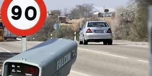 La DGT sigue aplicando de forma ilegal los márgenes de error de los radares