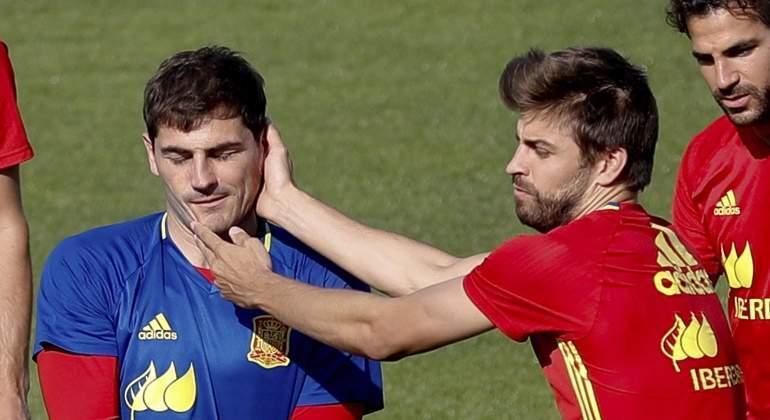 Casillas-bromas-Pique-2016-efe.jpg
