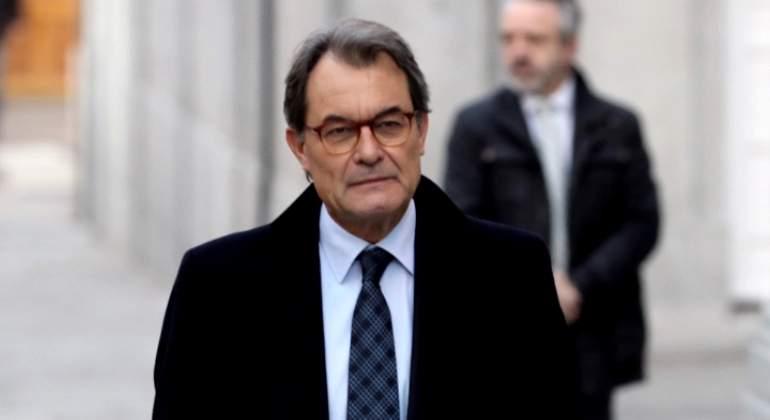 Artur Mas sale del Supremo en libertad sin fianza tras declarar