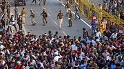 Policia-persigue-manifestantes-India-Reuters.jpg