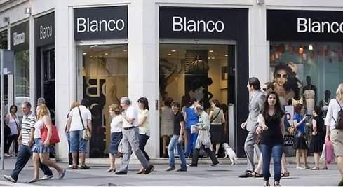 La marca Blanco regresa al mundo de la moda cargada de polémica