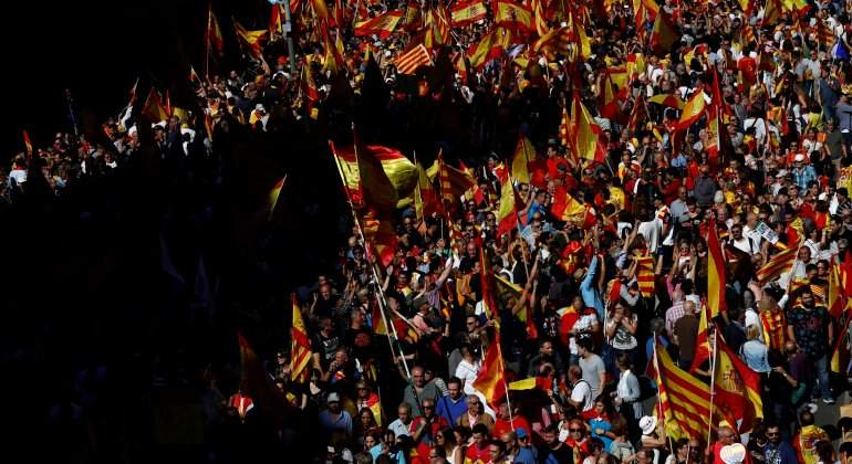 manifestacion-barcelona-contra-independencia-reuters.jpg