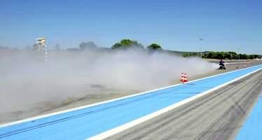 Un triciclo propulsado por agua destroza el cronómetro: completa el 0-100 km/h... ¡en 0,55 segundos!